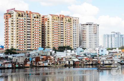 Cuộc sống ở những khu nhà ổ chuột cạnh cao ốc nghìn đô