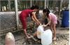 Người dân bấm bụng trả 100.000đ cho một mét khối nước