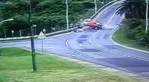 Đâm ô tô kinh hoàng, 15 học sinh bị thương nặng