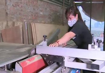 Nữ thủ khoa thất nghiệp làm thợ mộc
