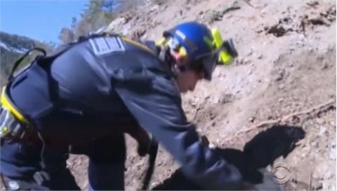 Video mô phỏng giây phút cơ phó lao máy bay xuống núi
