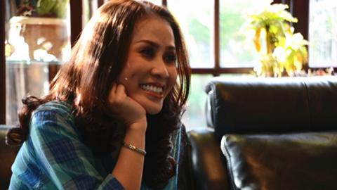 Ca sỹ Mỹ Hạnh hát tại nhà riêng