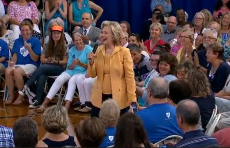 Câu trả lời tuyệt vời của Hillary với một cậu bé