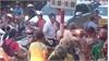 Ông Khuất Việt Hùng cầm 'vỉ ruồi', gào thét điều tiết giao thông