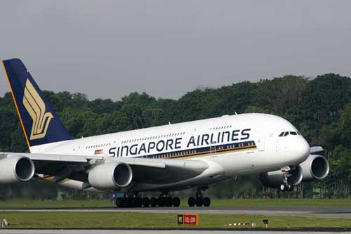 Singapore Airlines keeps three A380s grounded