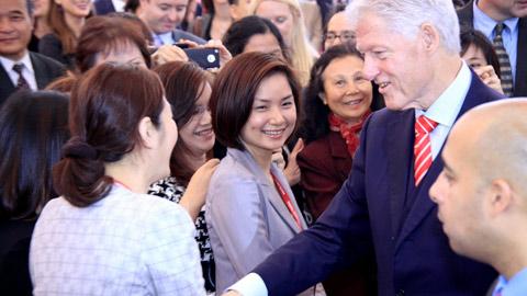 Former US President Bill Clinton returns to Hanoi