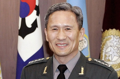 S Korea names Kim Kwan-jin, former JCS chief, as new defense minister