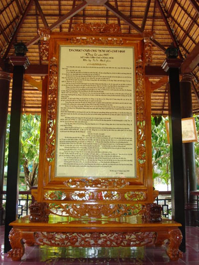 The largest testament by President Ho Chi Minh which is written on palm