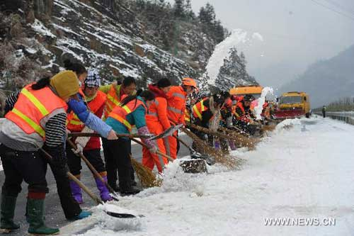Icy weather, sleet disrupts lives of over 3.83 million in south China
