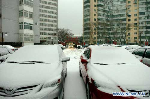 Beijing embraces first snow this winter