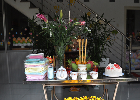 First-sale day opened by unicorn dance - News VietNamNet
