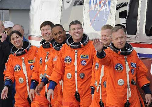 U.S. shuttle Discovery lifts off for final voyage
