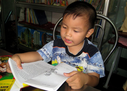 3.5-year-old boy can read and write