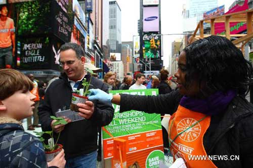 New Yorkers celebrate Earth Day with green lifestyle