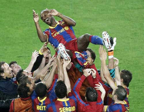 Barcelona qualify for Champions League final