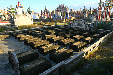 an bang city of ghosts in Hue, an bang tomb city, an bang tomb photos