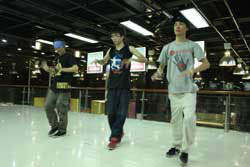 Local fans 'pop' to Jacko's dance style