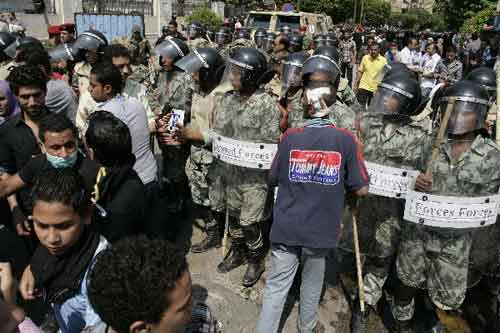 1,036 injured as Egyptian protesters clash with police in Tahrir Square