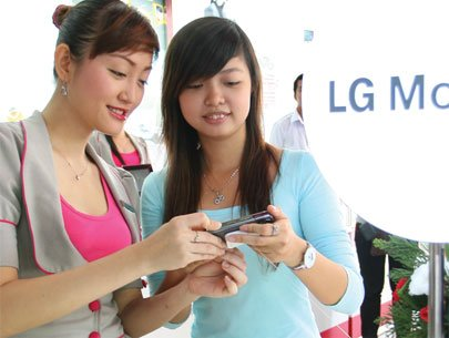 Low demand, stricter rules make mobile market gloomy
