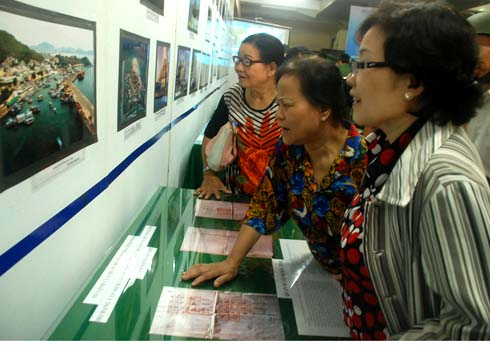 Hundreds of historical documents on the Paracels, Spratly Islands on display