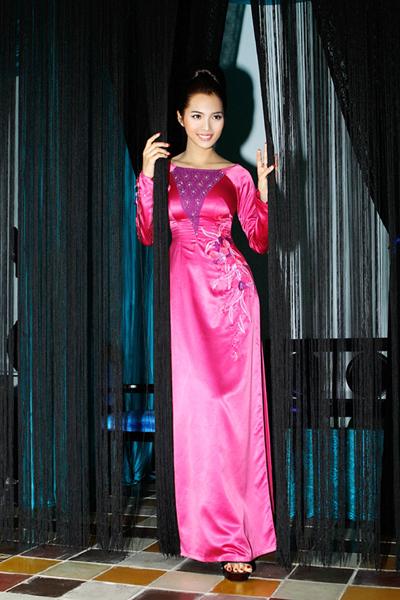 Vo Viet Chung Brings Ao Dai To Japan News Vietnamnet