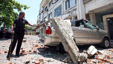Shallow strong quake strikes off Bali, at least 43 injured