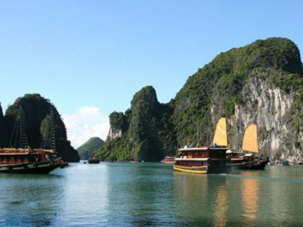 Week-long voting campaign launched for Ha Long Bay