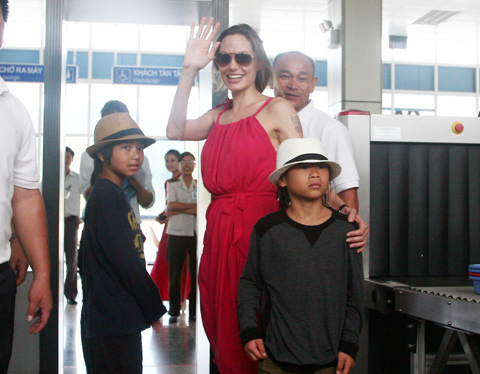 Brangelina's 6-day holiday – the gift for Pax Thien and Vietnam Angelina Jolie and Pax Thien say goodbye to VietnamJolie, Pitt and children in Vietnam