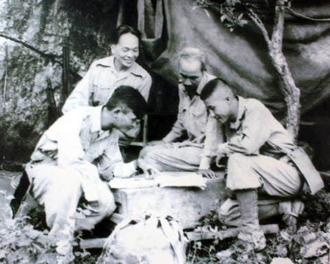 senior general vo nguyen giap essay Gen vo nguyen giap legendary vietnamese general vo nguyen giap dies at 102 giap told cnn that a nation that stands up and knows how to unite.