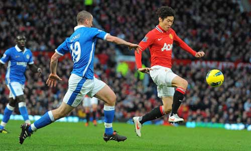 Man. United step up title race with big victory against Wigan