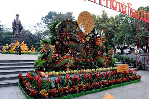 Hanoi flower street before the opening hour