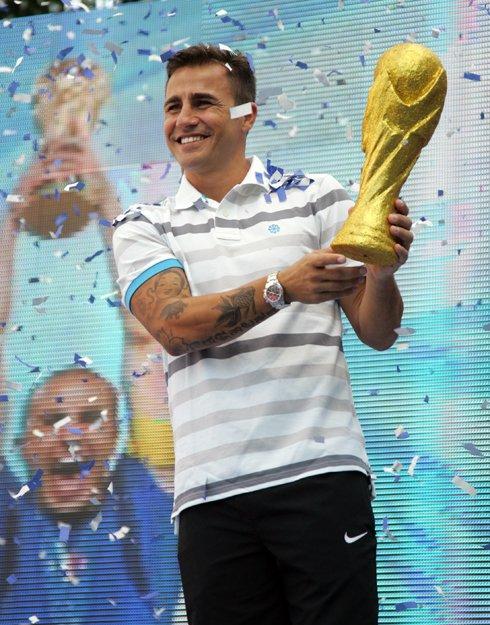 Italian football star's visit to Vietnam in photos World Best Football Player 2006 to visit Vietnam