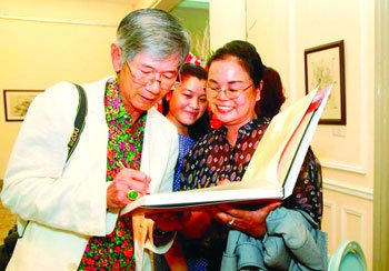 Thai art collector's love for Vietnamese paintings