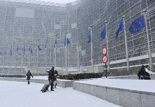 Heavy snow grips Belgium