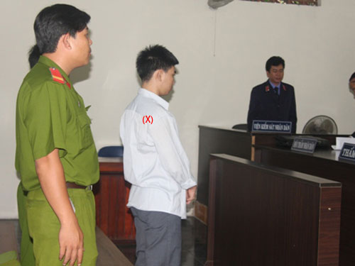"Should Vietnamese law be amended to cope with teen murderers? Massacre at goldsmith's shop ""awakes"" cruelty?Juvenile gold robber sentenced 18-year jail for killing 3 Nguyen Van Duong, 17, in the southern province of Ba Ria-Vung Tau, was sentenced to only 17 years in jail though he committed three crimes: murdering, robbery and rape. Juvenile gold robber sentenced 18-year jail for killing 3"