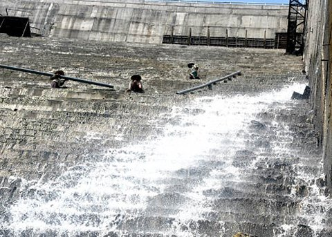 Seismic observation to be conducted near Song Tranh 2 hydro-power plant Song Tranh 2 reservoir release water to fix leaks