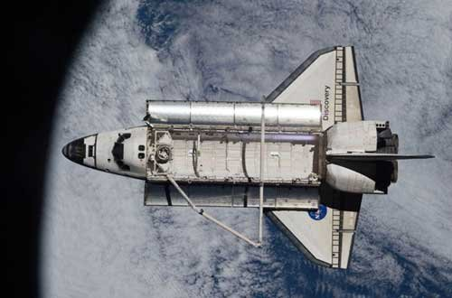 NASA transfers shuttle Discovery to museum
