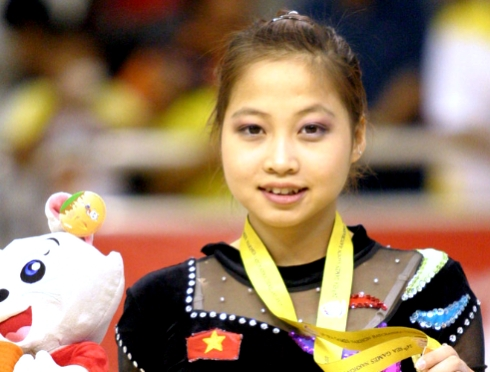 Gymnast Ngan Thuong takes a card to the Olympics 2012
