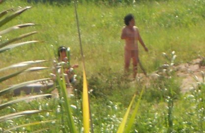 Mother and daughter strip naked, fail to save family land Can Tho: Mother and daughter are nude to keep their land