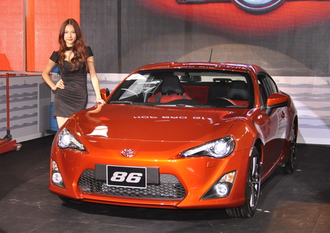 The Car Models Recently Appearing In Vietnam Are Not Sedans, MPVs Or SUVs,  But The 2 Door Sports Cars, Reserved Only For Playboys And High Income  Earners.