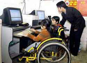 250 Kon Tum teachers trained to work with disabled