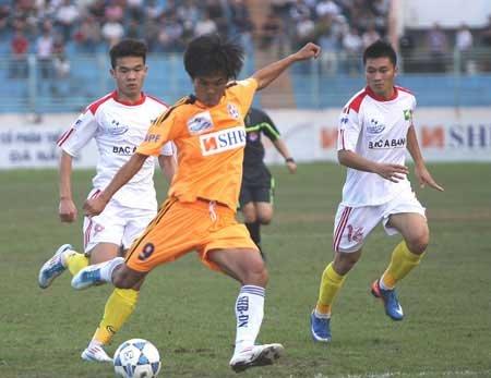 SHB Da Nang peppers hapless SLNA goalie
