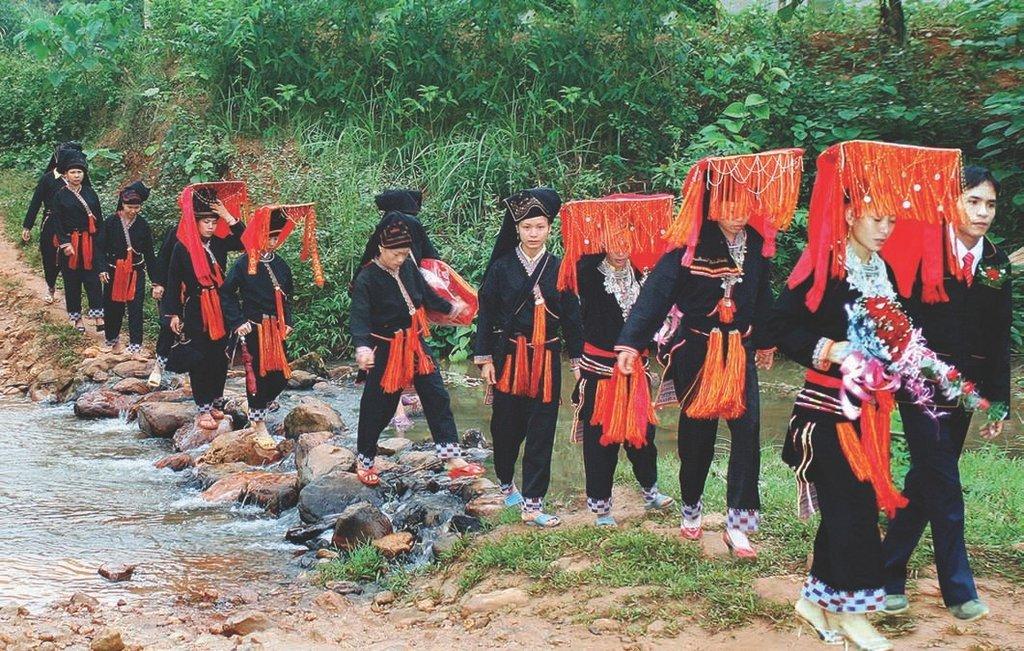 Kết quả hình ảnh cho Red Dao Wedding