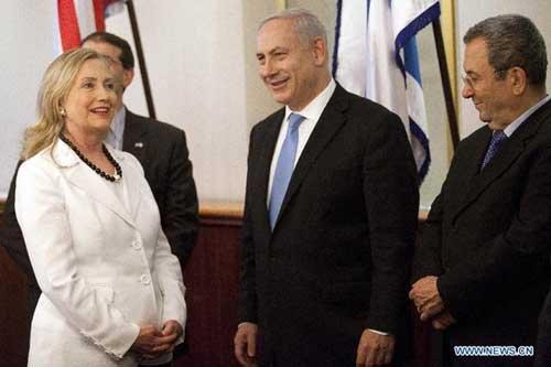 Clinton meets Israeli PM on peace process, Iran, Egypt