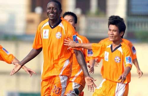 SHB Da Nang hold top spot in V-League