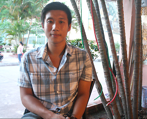Vietnamese American who walks through Vietnam without money