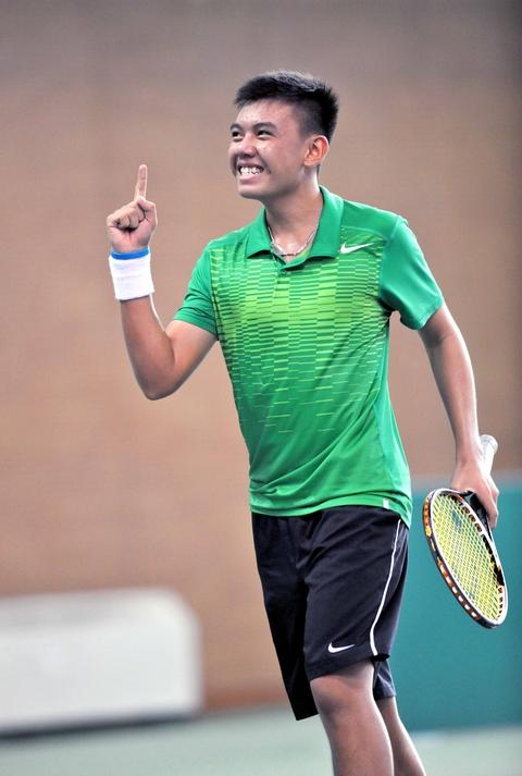 15-year-old tennis player overthrows champion Minh Quan