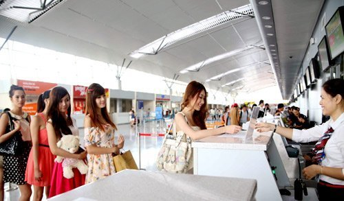 Airlines sell tickets cautiously, passengers buy hesitantly