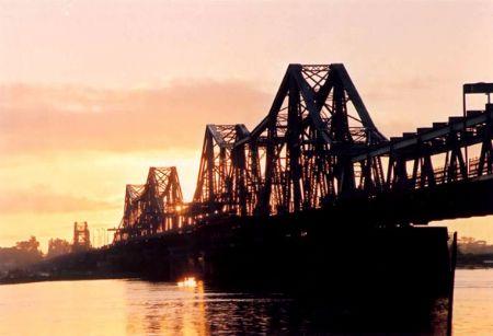 Debate about the future of Long Bien Bridge