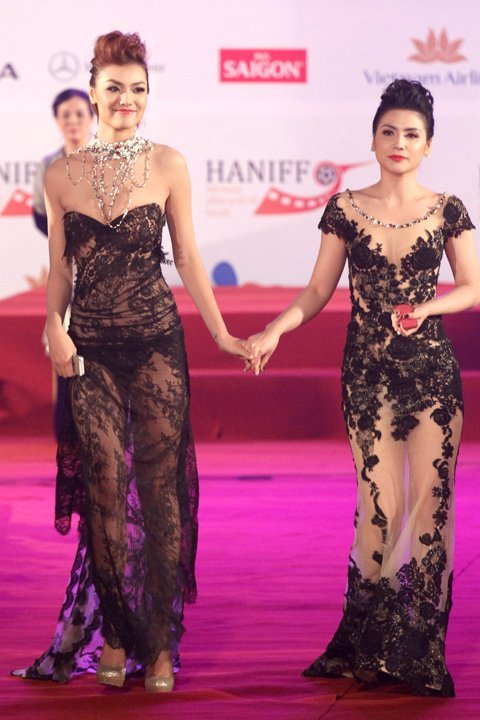 20121127151913 1 Model Hồng Quế Causes Scandal With Provocative Dress